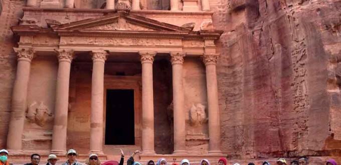 petra-jordania-satriani-wisata